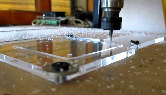 khắc Laser trên bề mặt có khó không