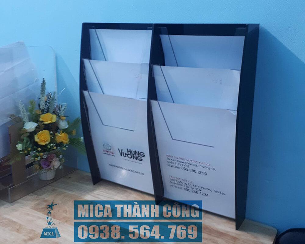 Kệ mica leaflet, brochure